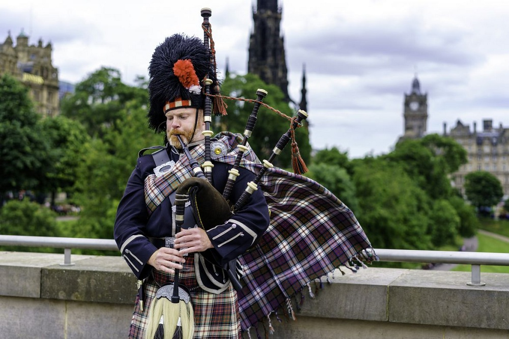 3 most famous persons with scottish origins